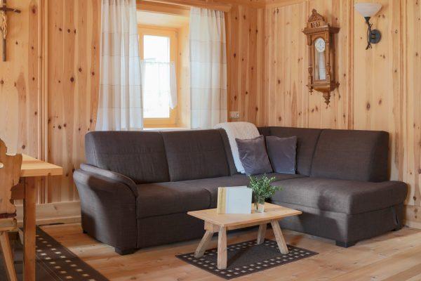 Grosszügige Couch in der Stube