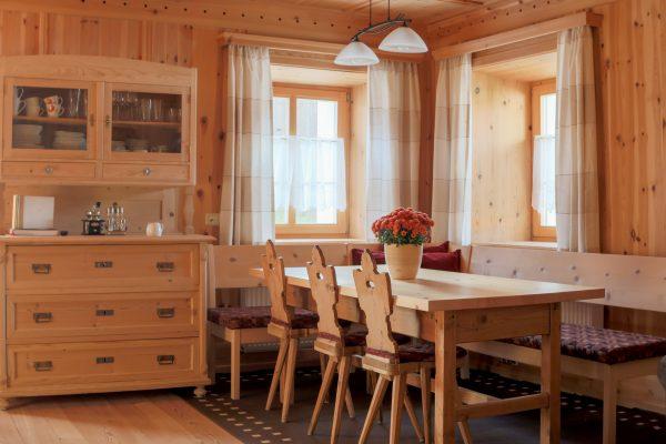 Stube und Wohnzimmer in Holz